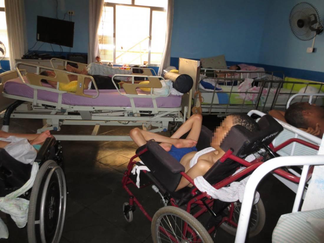 human-rights-watch-ve-tratamento-degradante-a-deficientes-no-pais.jpg