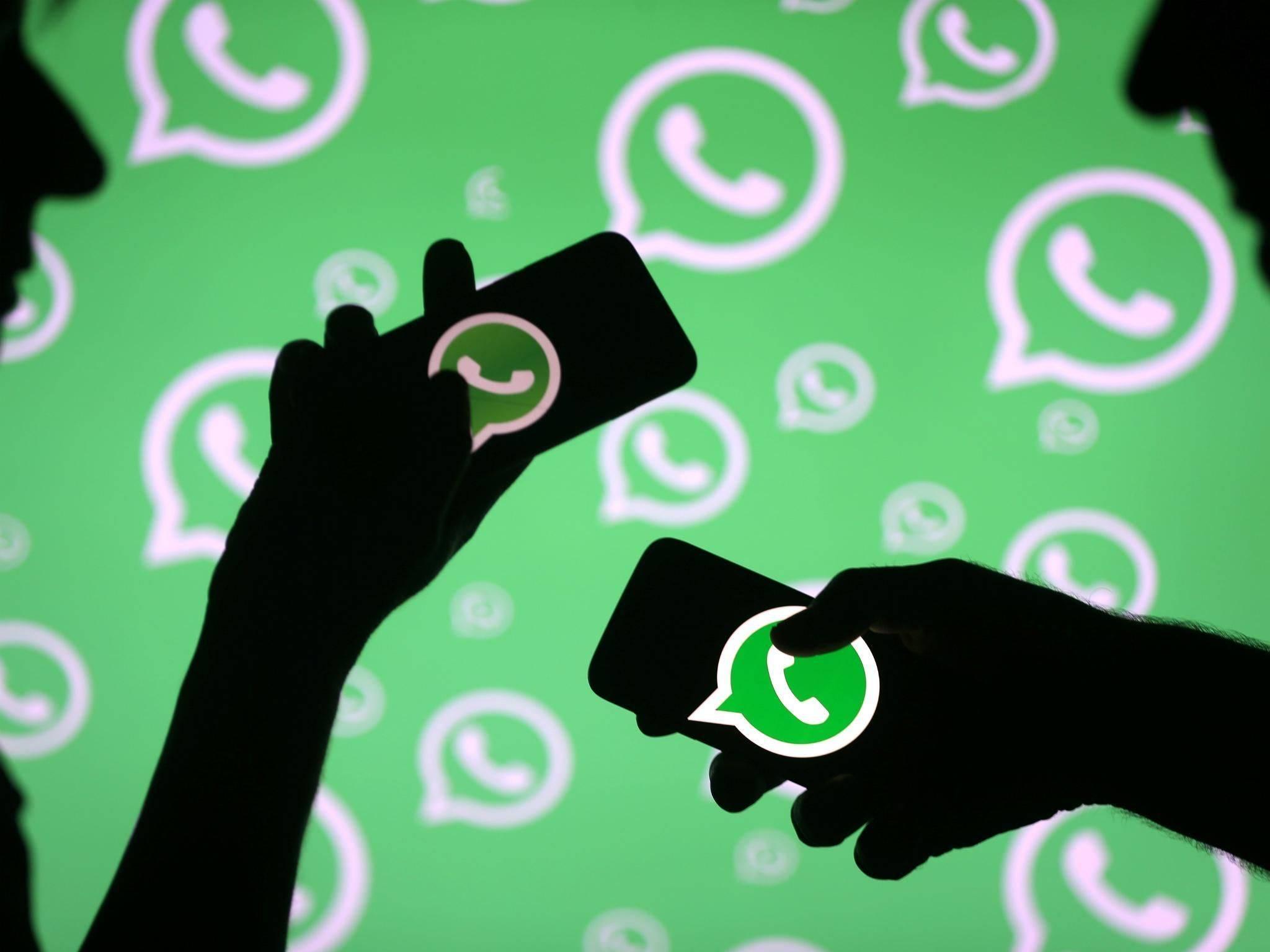 """Resultado de imagem para O WhatsApp Beta para Android traz uma nova função que avisa quando uma mensagem foi encaminhada de outra conversa. A partir da versão 2.18.179, o aplicativo passa a mostrar o rótulo """"Encaminhado"""" acima da mensagem, indicando se o conteúdo é de autoria do contato ou não. Apenas usuários da versão de testes do WhatsApp para Android podem ver a nova indicação, independentemente de quem enviou. Em testes conduzidos pelo TechTudo, o balão é exibido em textos, imagens e vídeos encaminhados de outras pessoas usando Android ou iPhone (iOS). O aviso não aparece quando o conteúdo foi criado pelo próprio usuário. O site WABetaInfo, especializado em vazamentos de funções do WhatsApp, menciona que o aviso de mensagem encaminhada é válido apenas para mensagens novas. No entanto, o TechTudo conseguiu reproduzir o recurso também ao encaminhar conversas antigas. Em qualquer cenário, porém, o aplicativo não informa o nome do autor da mensagem original. Da mesma forma, ele não fica sabendo se as informações foram repassadas a terceiros. O mensageiro corre atrás do Telegram, que oferece funcionalidade parecida há mais tempo. Além de informar quando uma mensagem é fruto de encaminhamento, o mensageiro rival do WhatsApp mostra quem criou o conteúdo e permite abrir uma conversa com o autor com um toque. Foto: Reprodução/Paulo Alves/TechTudo Fonte: TecTudo"""