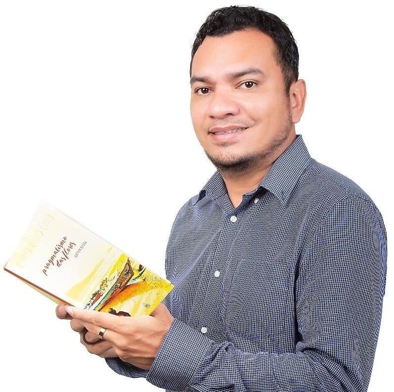 O poeta marabaense acumula premiações ao longo da carreira/ Foto: Felipe Borges