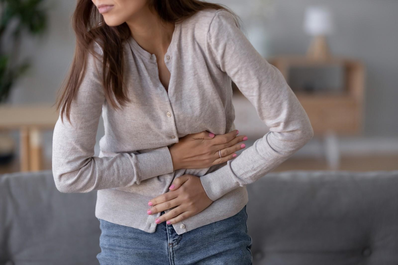 Cólicas, gases e estufamento são alguns problemas que podem ocorrer quando a digestão não ocorre facilmente. — Foto: Shutterstock