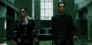 Carrie-Anne Moss e Keanu Reeves estarão juntos novamente em 'Matrix 4'. Na foto, dupla atua no filme de 1999 da franquia — Foto: Divulgação