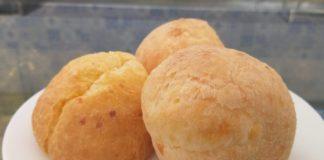 Polvilho, ovos e queijo são os ingredientes do pão de queijo. — Foto: Thaís Leocádio/G1