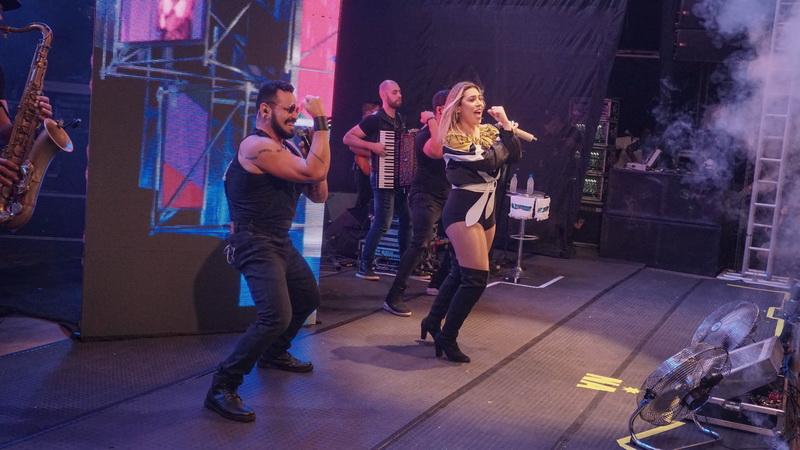 Naira Azevedo lota FAP em show de lançamento da Correio FM 99,1