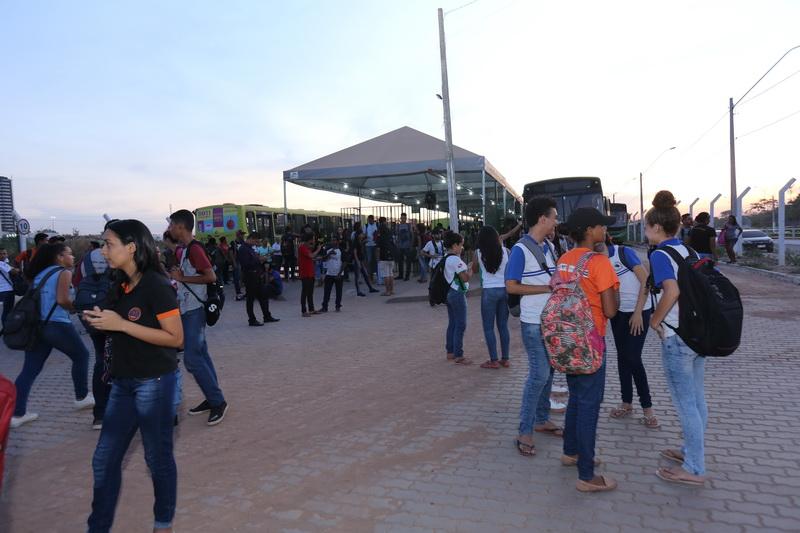 Usuários do transporte coletivo ficaram a ver navios mais uma vez no terminal de integração