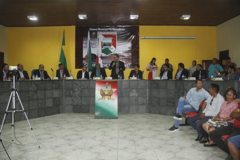 Vereadores arquivam processo para afastamento de prefeito
