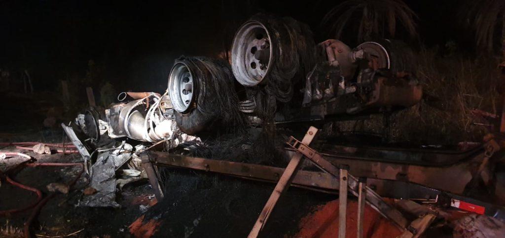 Motorista morre carbonizado em acidente na BR-155