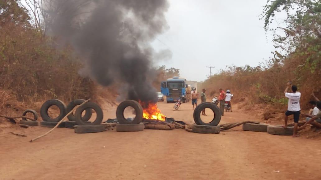 Estrada do Rio Preto é bloqueada