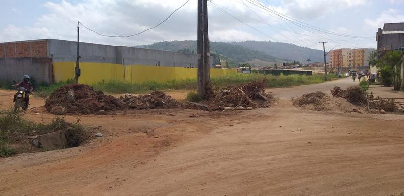 Casas Populares II: Revoltada com descaso, população fecha rua