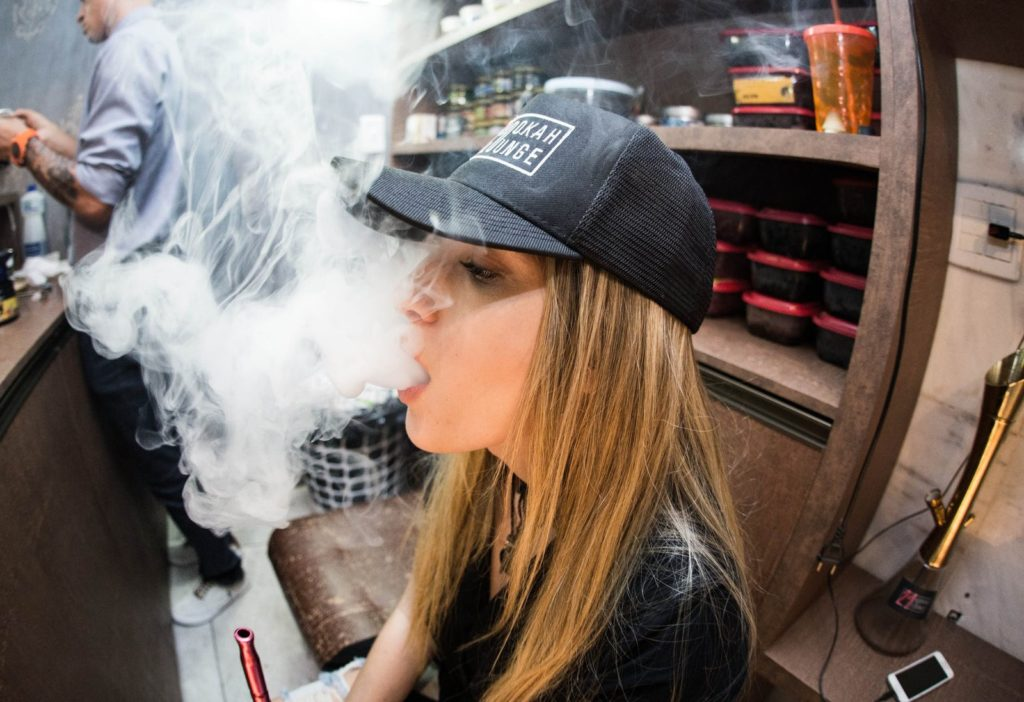 A misteriosa doença ligada a cigarros eletrônicos que já matou seis pessoas nos EUA