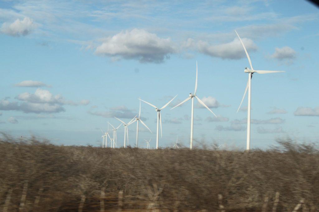 Hidrelétrica perde espaço no Brasil com expansão das usinas eólicas e da geração solar