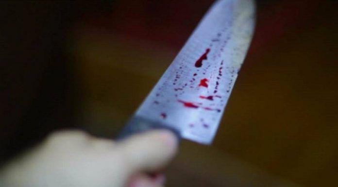 Vídeo mostra mulher golpeada a facão
