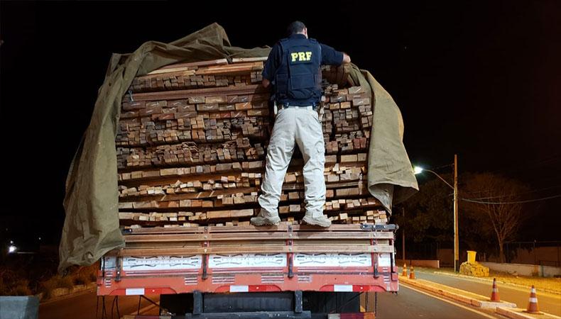 PRF apreende no Piauí madeira ilegal oriunda do Pará