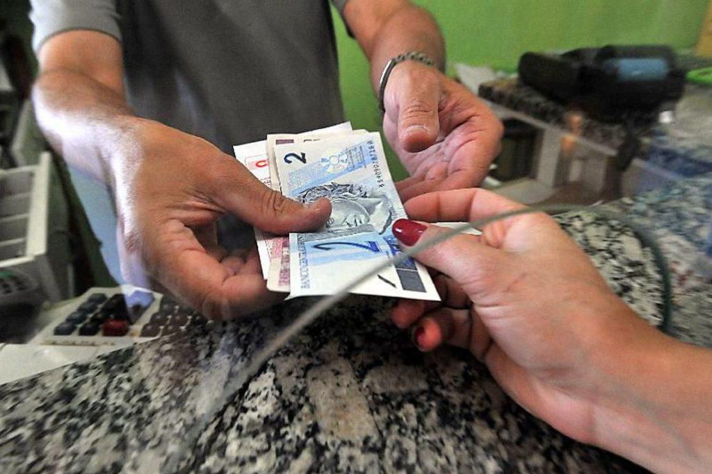 Quase 10 milhões de pessoas usarão dinheiro do FGTS para pagar dívidas