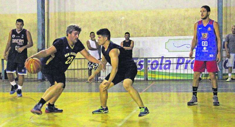 Integração e amizade por meio do basquete