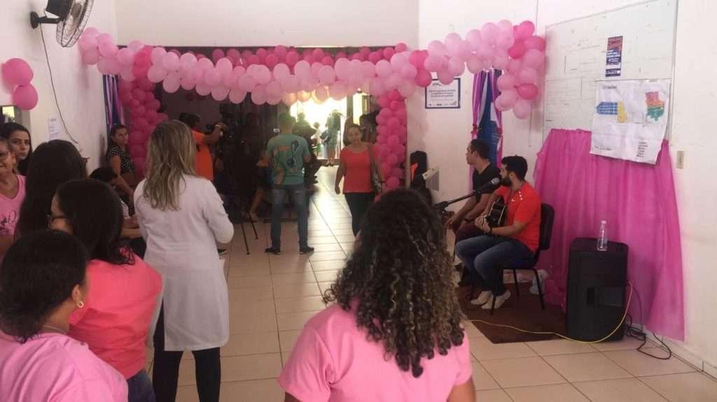 Mulheres colocam exames em dia durante ação do Outubro Rosa