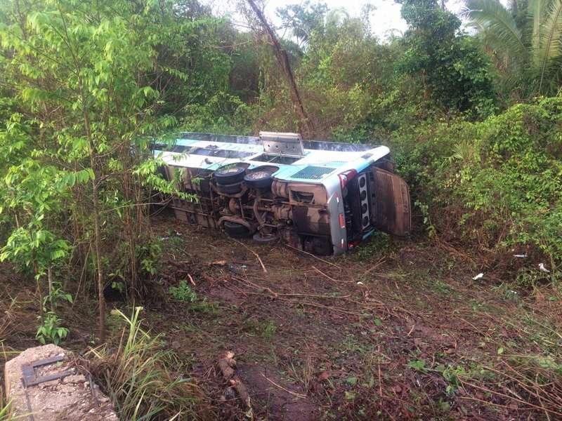 Acidente com ônibus em terra indígena deixa 17 feridos
