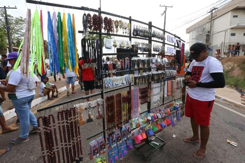 """Ambulante do Ceará veio fazer """"fezinha"""" no Círio de Marabá"""
