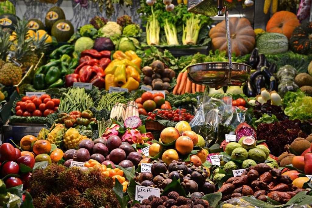 Como reduzir a chance de ingerir agrotóxicos nos alimentos, segundo especialistas