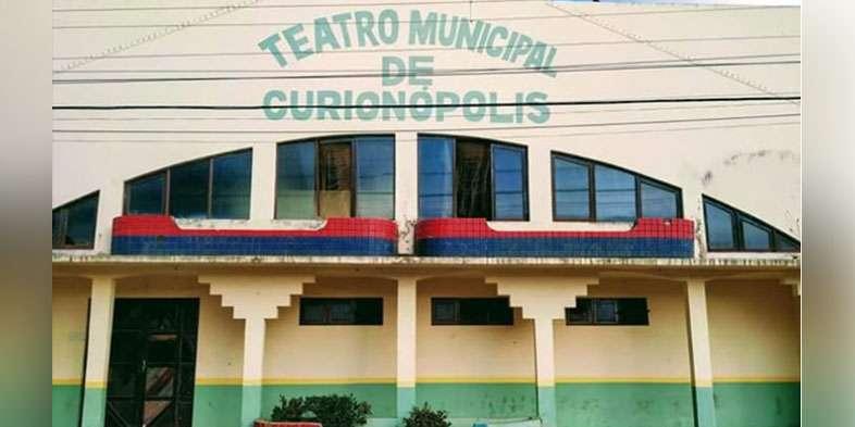 Prefeitura de Curionópolis transforma teatro em depósito de lixo
