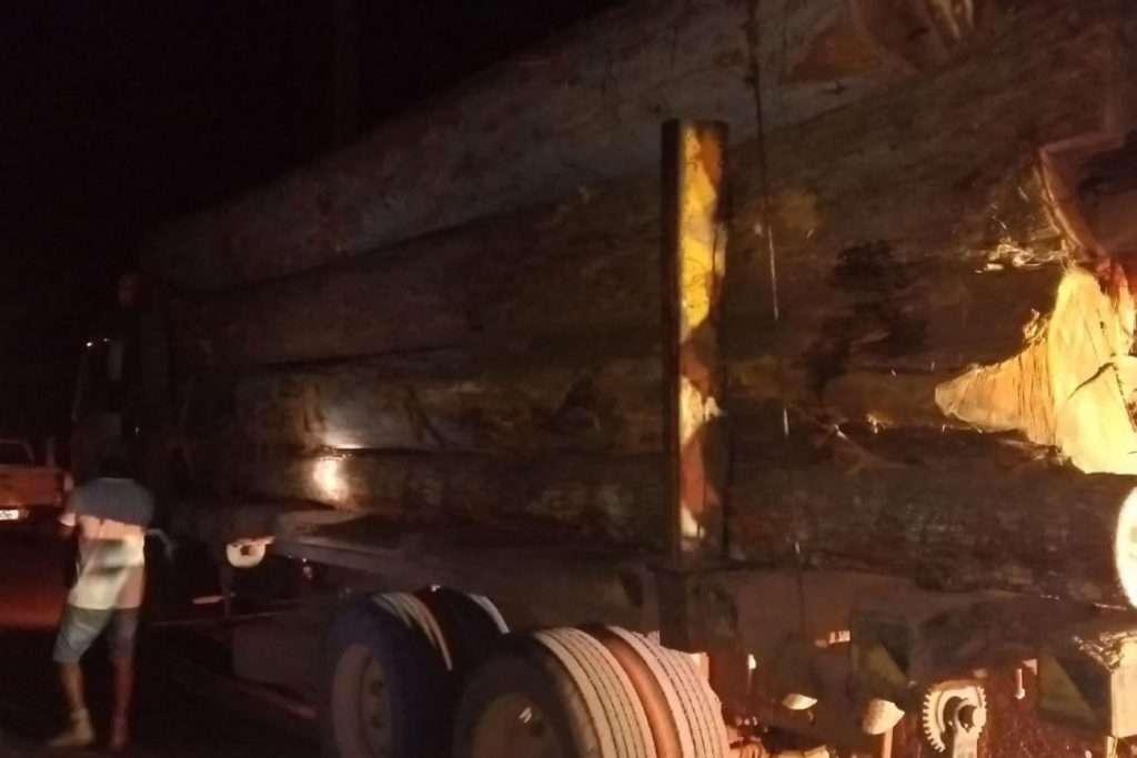 Fiscalização na rodovia PA-263 apreende caminhões com madeira ilegal